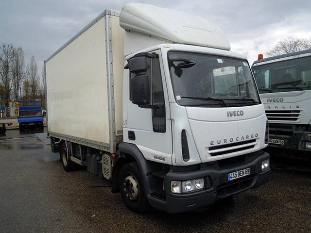 Photo Iveco 120e22 hayon porte complet 3T 3 places assises