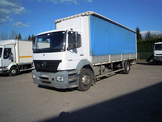 Photo Mercedes axor 18/28 cabine 2 places  /  2 portes arrières + hayon rétractable 1T5 dhollandia  /  bv 8 vitesses
