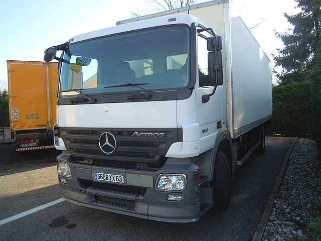 Photo MERCEDES ACTROS 1832N